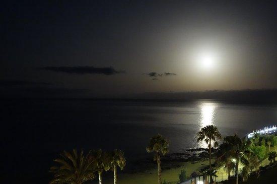 TUI SENSIMAR Calypso Resort & Spa: Der Mond über der Bucht