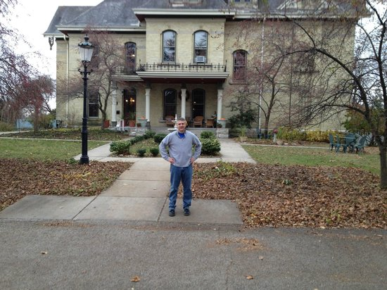 Inn at Pine Terrace: Me in front of the Inn