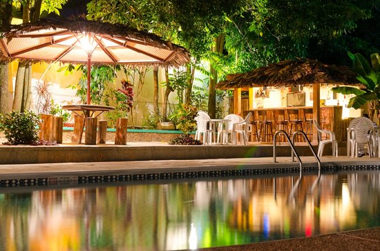 Xanadu Tropical Resort: Our beautiful pool/bar area!