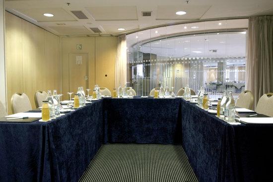 Hotel Alameda Plaza: Montaje reunión en forma U