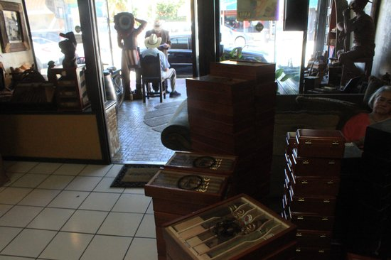 Cuba Tobacco Cigar Co: Great family owned place