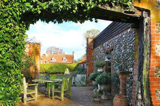 White Horse Farm : Somewhere to sit in the gardens