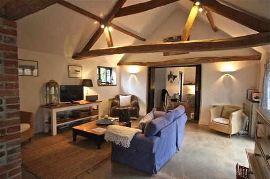 White Horse Farm: Sitting room leading to the bedroom