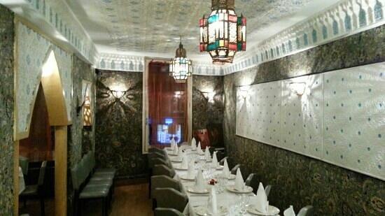 Le Riad : Notre salle du 1er étage pour vos repas d'anniversaires ou tout autre type d'événements.
