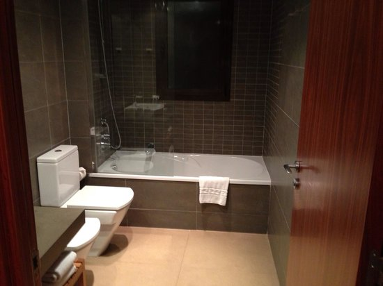 Up Suites Bcn: Bathroom