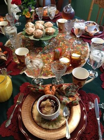 Shawnee Hill Bed and Breakfast : A beautifully set seasonal table
