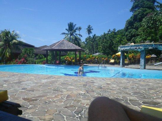 Kungkungan Bay Resort: La piscina