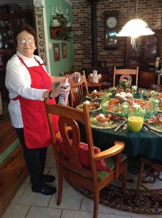 Shawnee Hill Bed and Breakfast : Every attention to detail for breakfast