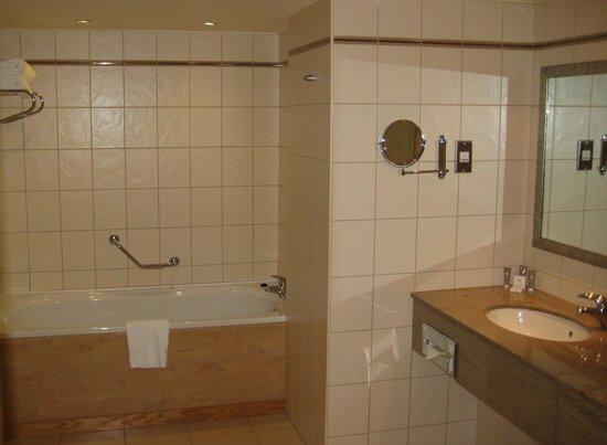 Mount Wolseley Hotel, Spa & Golf Resort : Blocked sink!