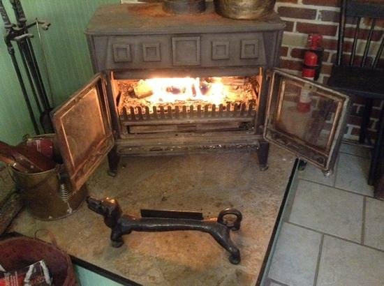 Shawnee Hill Bed and Breakfast : a warm fire