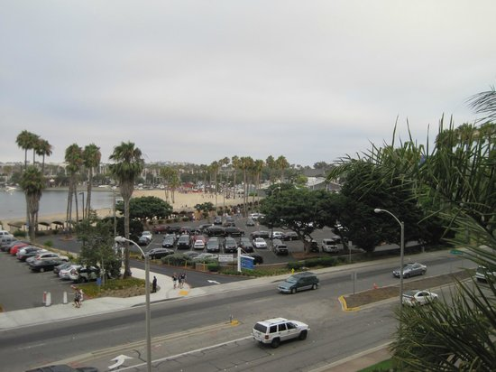 Marina del Rey Marriott : View from room (looking right)