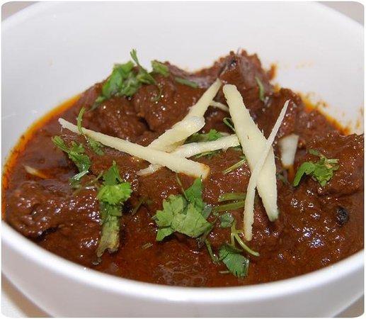 Punjabi Masala Grill & Tandoori Restaurang: Biffgryta med topping av färsk ingefära, koriander, grön chili masala.