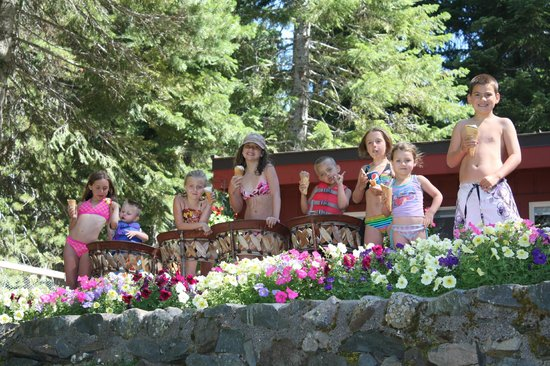 Cultus Lake Resort: Ice cream lunch