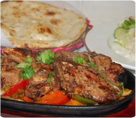 Punjabi Masala Grill & Tandoori Restaurang: Kolgrillat lamm chaanp marinerad med chili masala.
