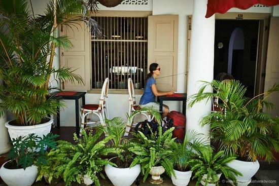 La Clochette Hotel Restaurant : Терраса