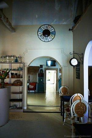 La Clochette Hotel Restaurant : Внутри очень уютно