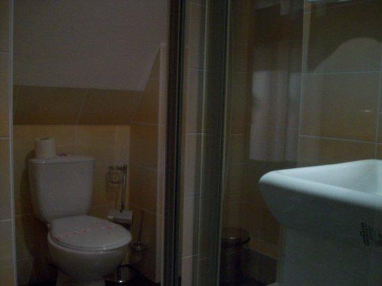 Manhattan Hotel & Restaurant: Bathroom