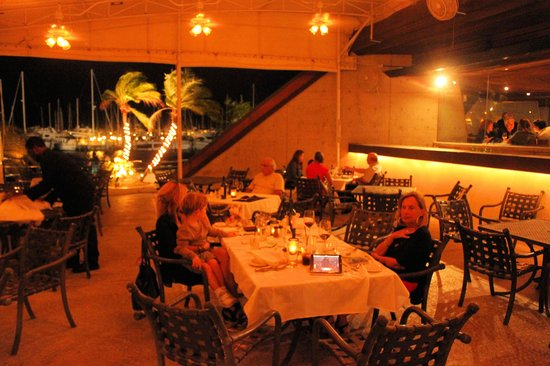 Chart House Restaurant : Exterior dining area