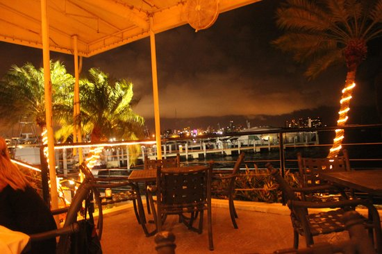 Chart House Restaurant: Outdoor dining view