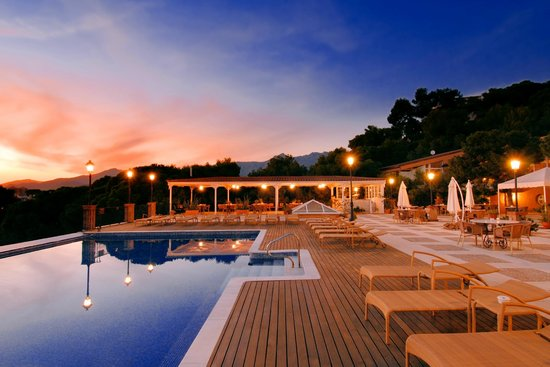 Thalasso Hotel El Palasiet: Паласьет ночью.