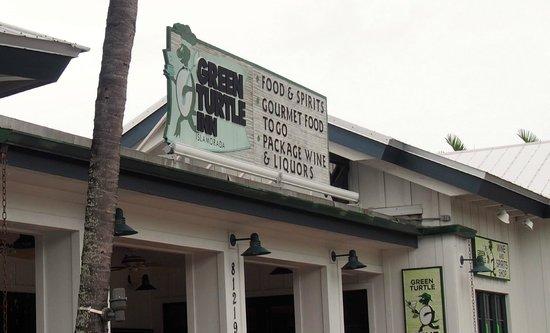 Green Turtle Inn: Outside on Overseas Hwy