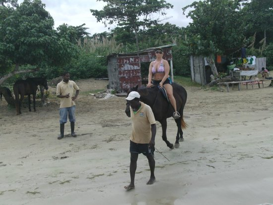 Ocho Rios Beach: Horseback riding right on the beach
