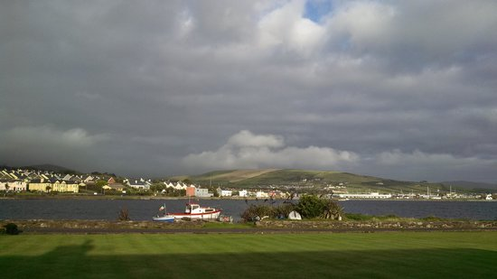 Clonmara Bed & Breakfast: View from front of Clonmara