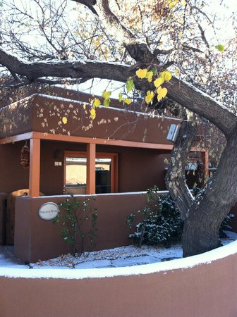 Santa Fe Motel and Inn: Unexpected snow on our patio (November, 2012)