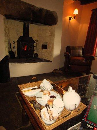High Blean B&B: Tea by the fire