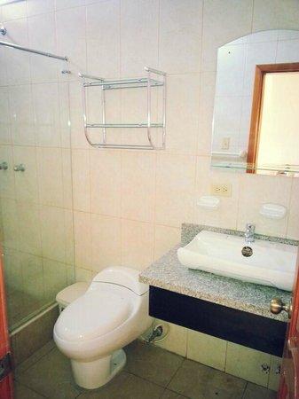 Hotel La Laguna Galapagos: Bathroom / Baño