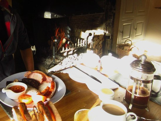 High Blean B&B: Most delicious cooked breakfast by the fire