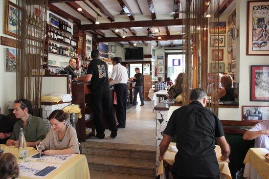 Reves Restaurant: Interior