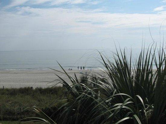 Long Bay Resort : more beach to walk on