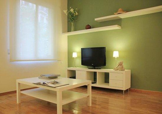 Alguera Apartments Napols: Living room