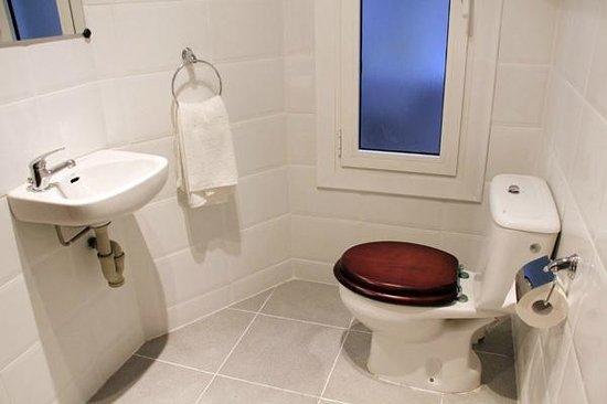 Alguera Apartments Napols: Bathroom