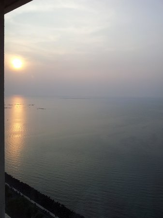 Trident, Nariman Point : Another sun set view !!