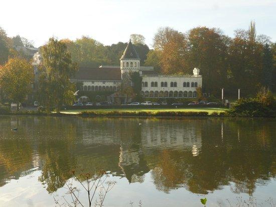Martin's Chateau du Lac Hotel : Vu de l'extérieur, de l'autre côté du lac
