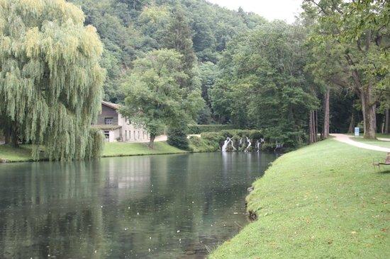 Parc du Chateau de Vizille : Vizille - Cascada en los jardines del ''Château de Vizille''