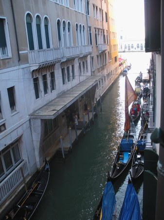 Hotel Violino d'Oro : View from our room towards Canal Grande