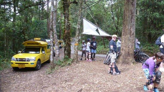 Chiang Mai Mountain Biking & Kayaks: waiting for bikes
