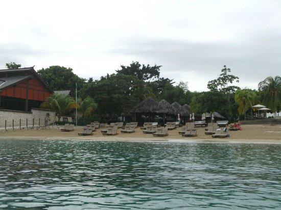 Ocho Rios Bay Beach: Lounge Chairs