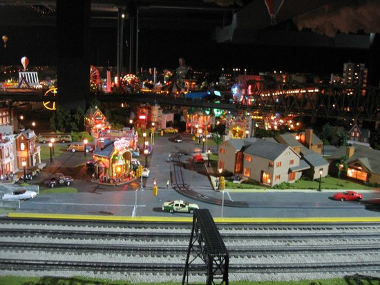 Merchants Square Model Train Exhibit : One of the many town scenes