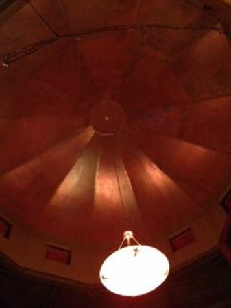 Ric's Grill: High cupola/hemisphere ceiling.  Not lit up with accents