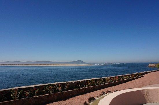 Estero Beach Hotel & Resort: Ocean View on the boardwalk leading to the restaurant.