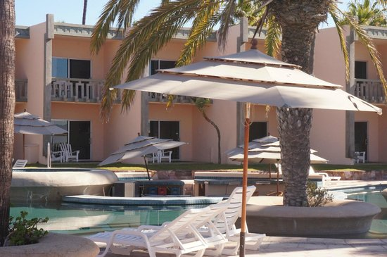 Estero Beach Hotel & Resort: Hotel rooms.  The lower rooms will lead out to the pool area.