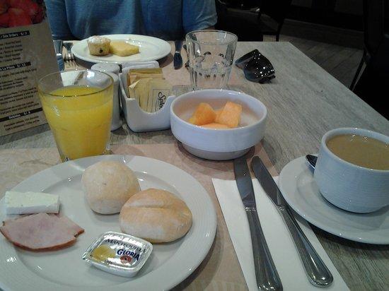 Hotel Gran Palma : café da manhã com vista para o malecón