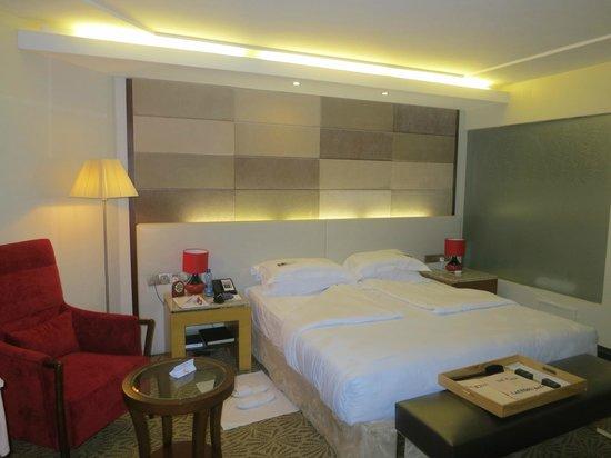 The Boma Nairobi: Blick aufs komfortable Bett