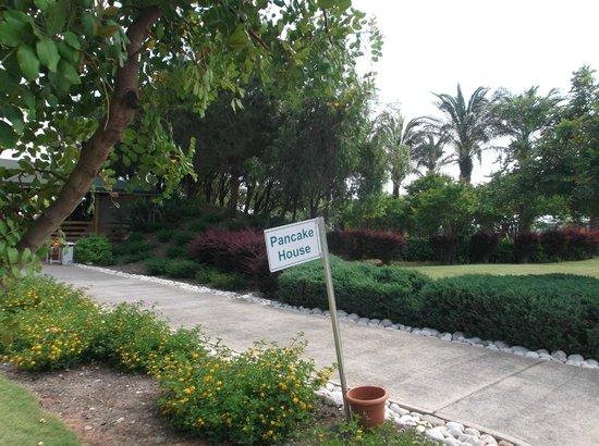 Holiday Village Turkey Hotel: gardens