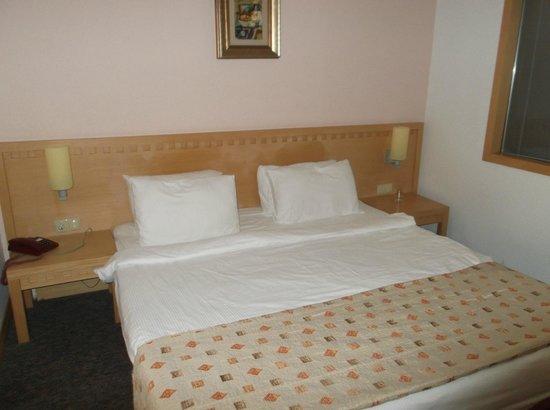 Holiday Village Turkey Hotel: large comfy bed