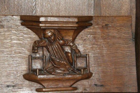 """De Oude Kerk : Stalle - """"Entre deux chaises"""""""